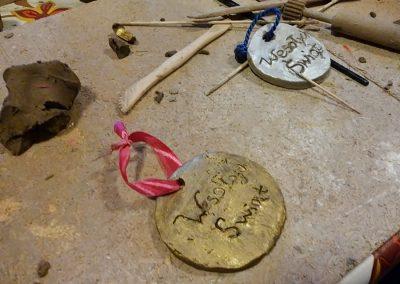 Prace uczniów - bombki choinkowe z gliny